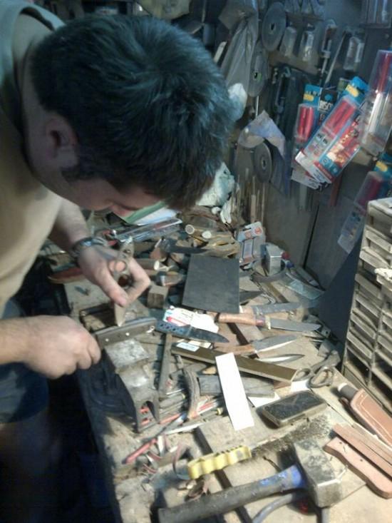 Cristi demarand distrugerea premeditata a unui maner dupa care ar plange orice colectionar de cutite