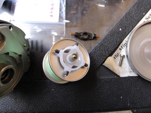 Frana centrifugala cu 4 pini. Deasupra originalul