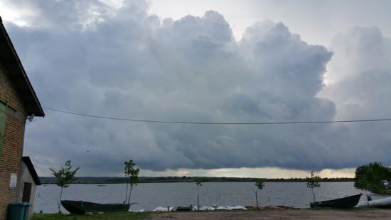 Norii incep sa se adune peste Jezero Joca